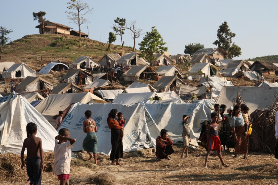 Emergency shelter and supplies are being provided to displaced people in the Rakhine State in western Burma. Photo: DFID-UK Department for International Development / Flickr