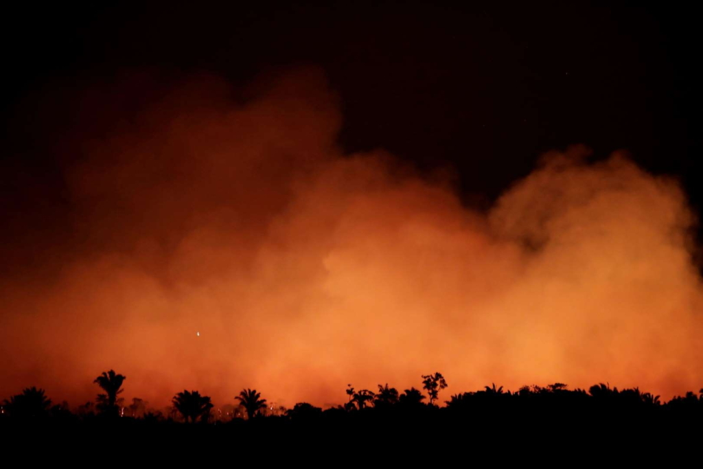 Smoke billows at night during a fire in an area of the Amazon rain forest near Humaita, Amazonas State, Brazil, on 17 August 2019. Photo: Ueslei Marcelino / Reuters
