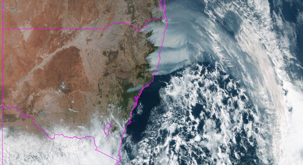 Satellite view of smoke from fires in New South Wales, Australia travelling over the Tasman sea, on 8 November 2019. Photo: BOM NSW