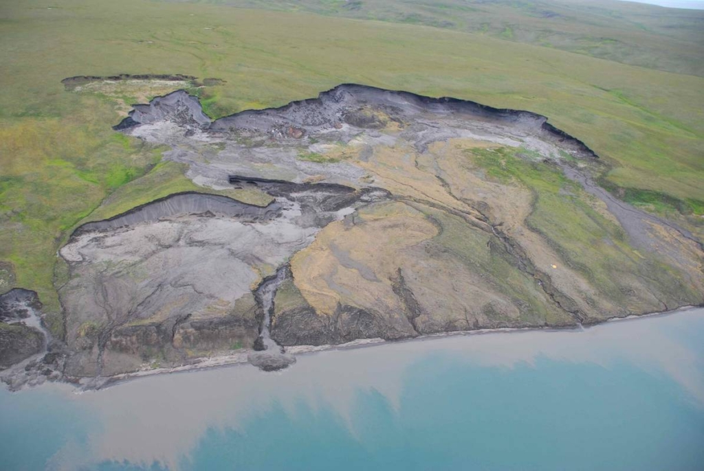 Aerial view of coastline collapse of permafrost on Herschel Island, Canada. Large masses of the eroded material are transported in the coastal zone and deposited in nearshore basins. Photo: Michael Krautblatter and Tu München / AWI